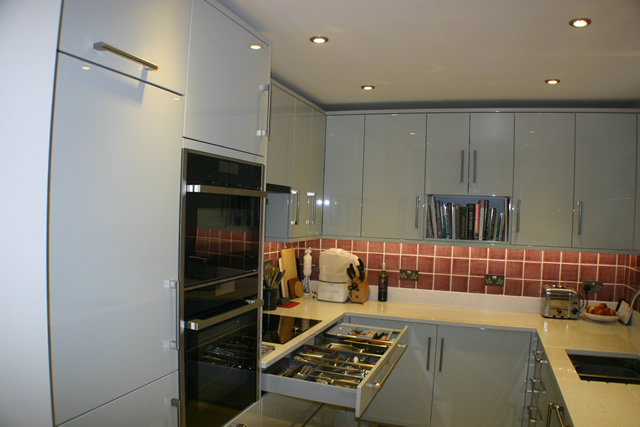 Gloss Kitchen Showing Deep Drawers