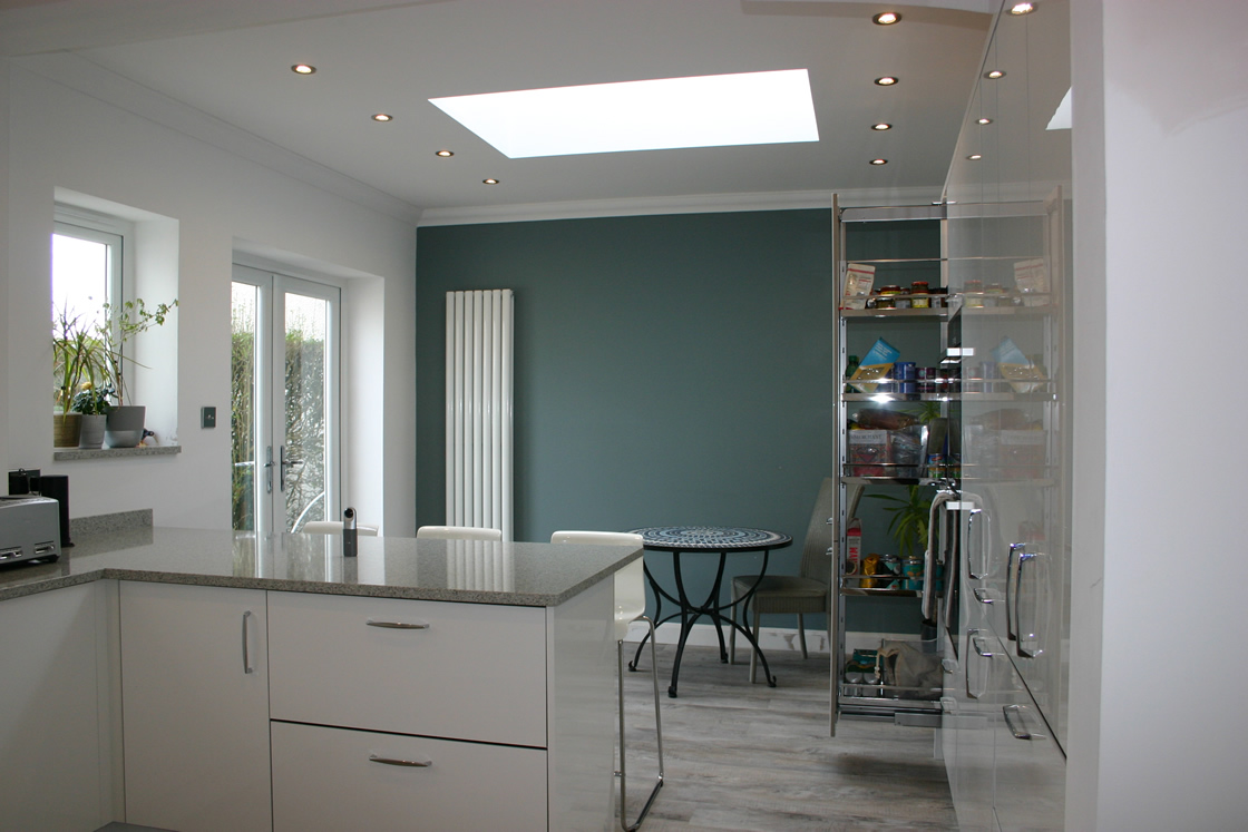 Acrylic White Gloss Kitchen Showing Breakfast Bar