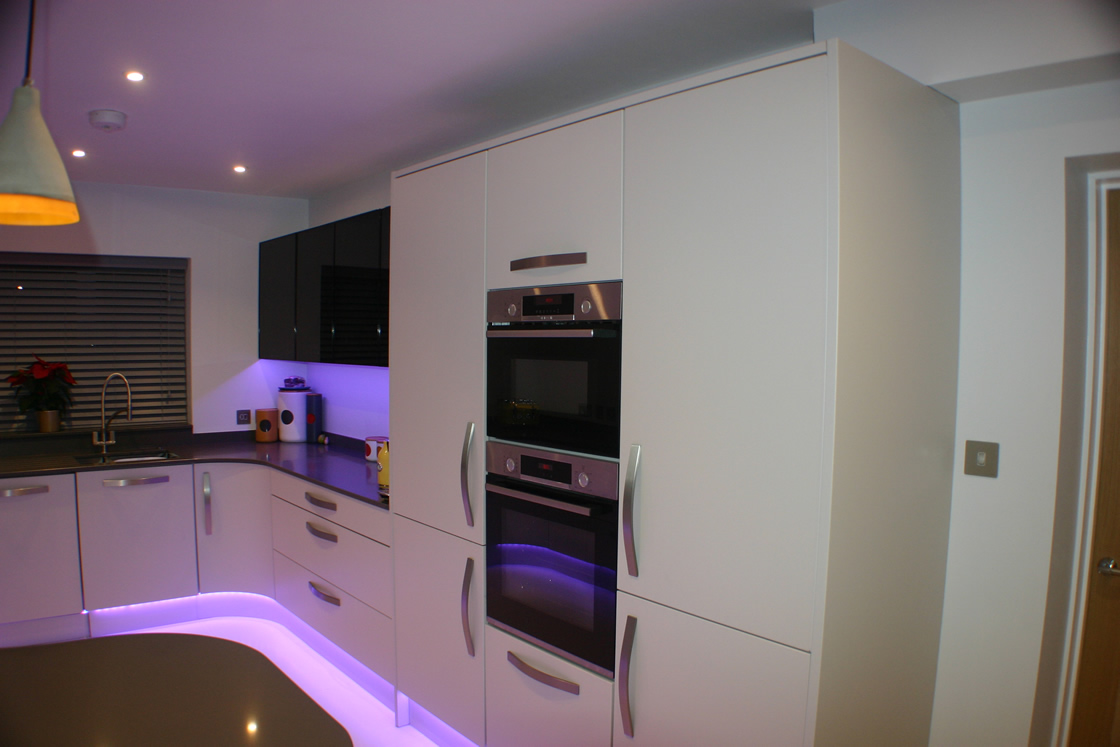 Bespoke Curved Kitchen with LED Lighting