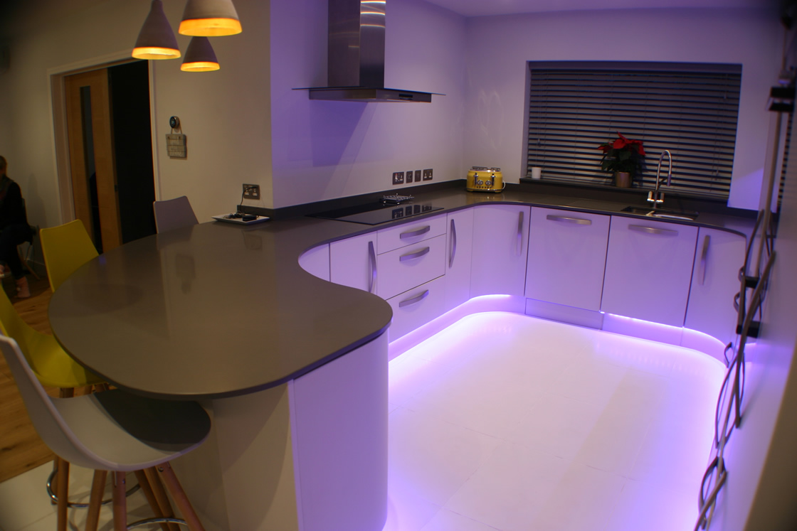 Metris Curved Kitchen Design in Worcester