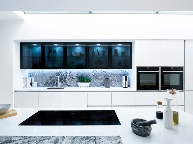 White Gloss Kitchen with Black Gloss Doors