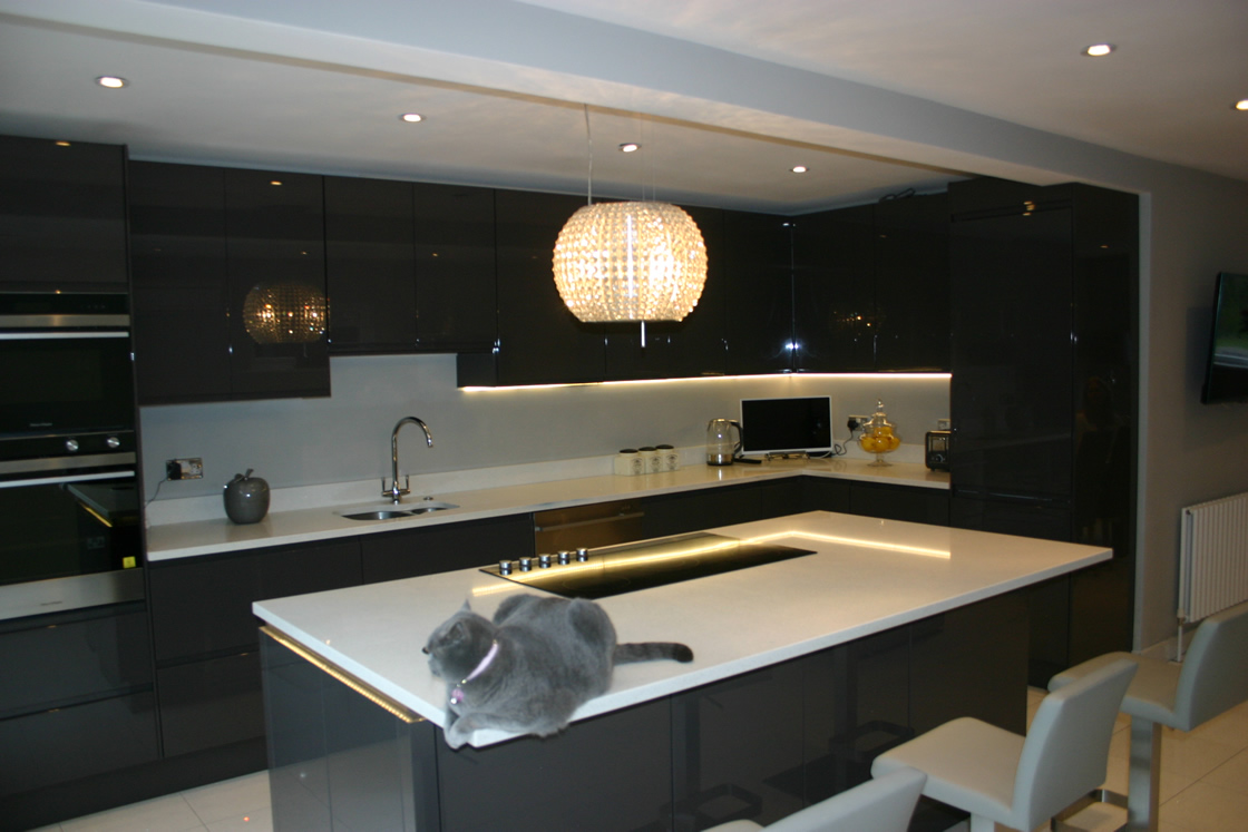 Handles-less Kitchen View of Island