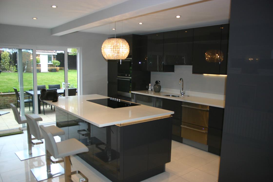 Handles-less Kitchen View to Patio Doors