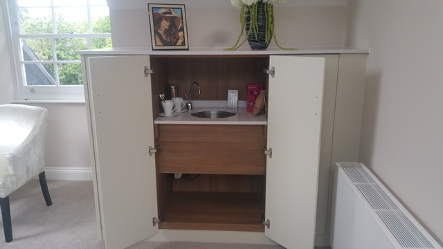 Master Bedroom Showing Built In Sink