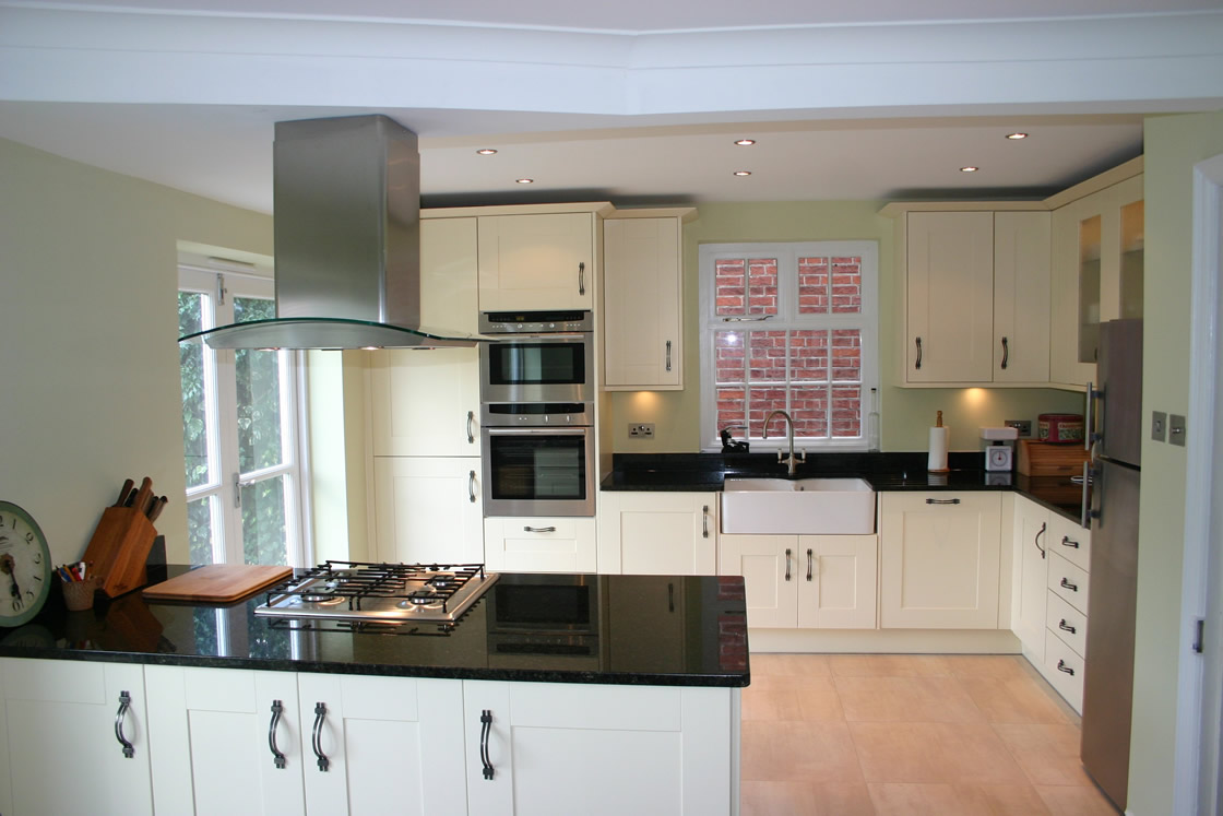 Large Shaker Ivory Kitchen with Pearl Granite Worktop