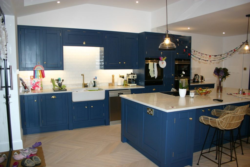 Bespoke Kitchen with 30mm Samsung Radianz Lucerne Lake Quartz Worktops