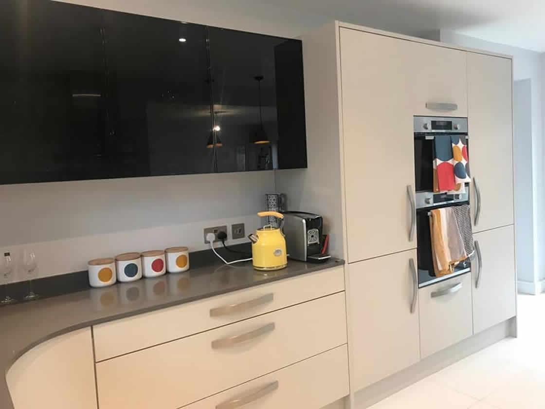 Bespoke Metris Curved Kitchen - Worcester 4