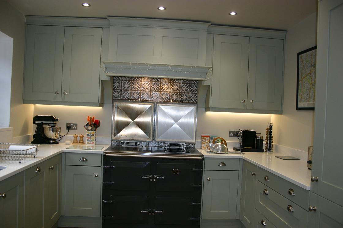 Bespoke Surrey Everhot Range Cooker in Classic Kitchen