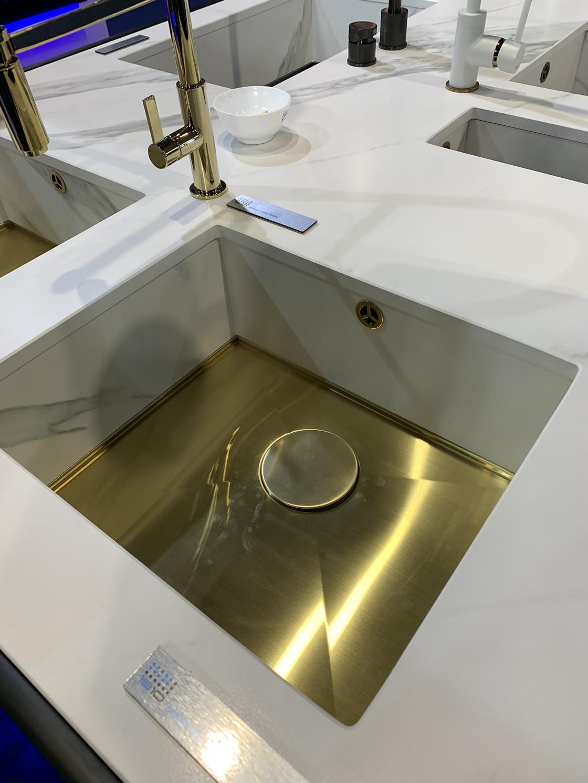 1810 ultra modern sink display