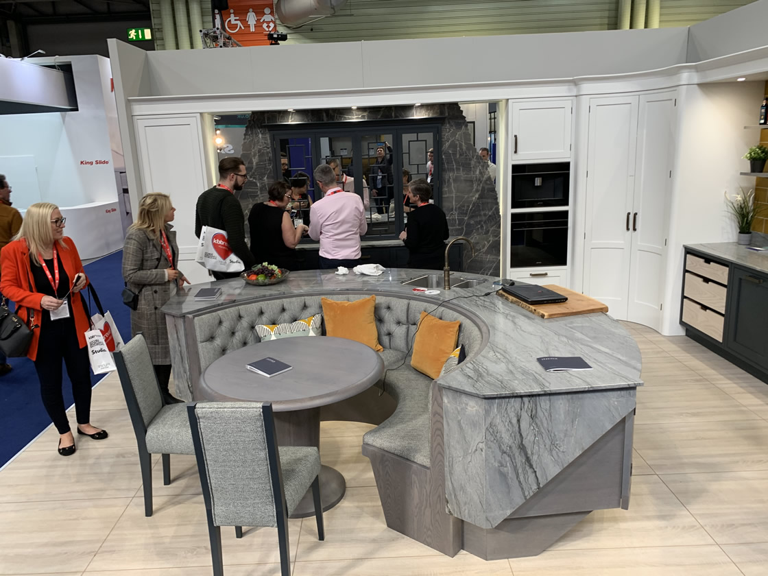 Curved kitchen display