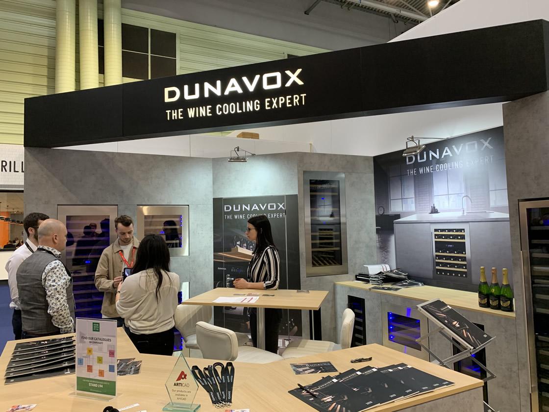 Dunavox stand