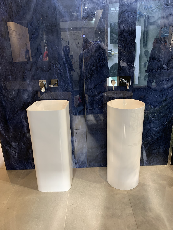 Freestanding basin display