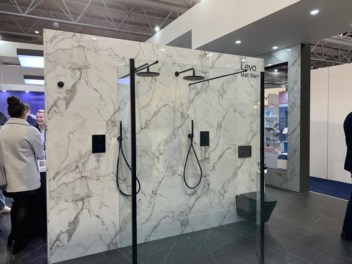 Minimalist shower display