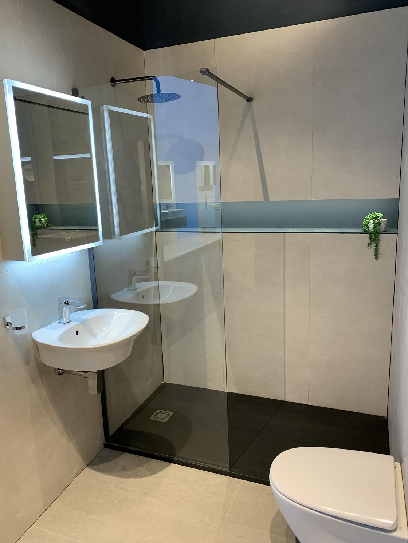 Walk-in shower display