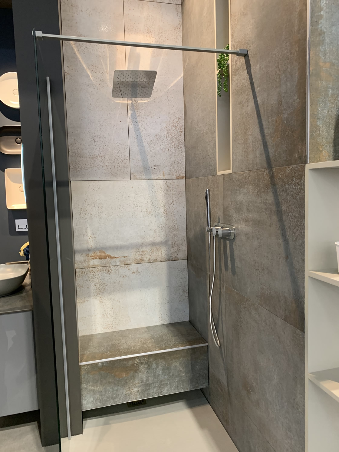 Walk-in shower with seat display