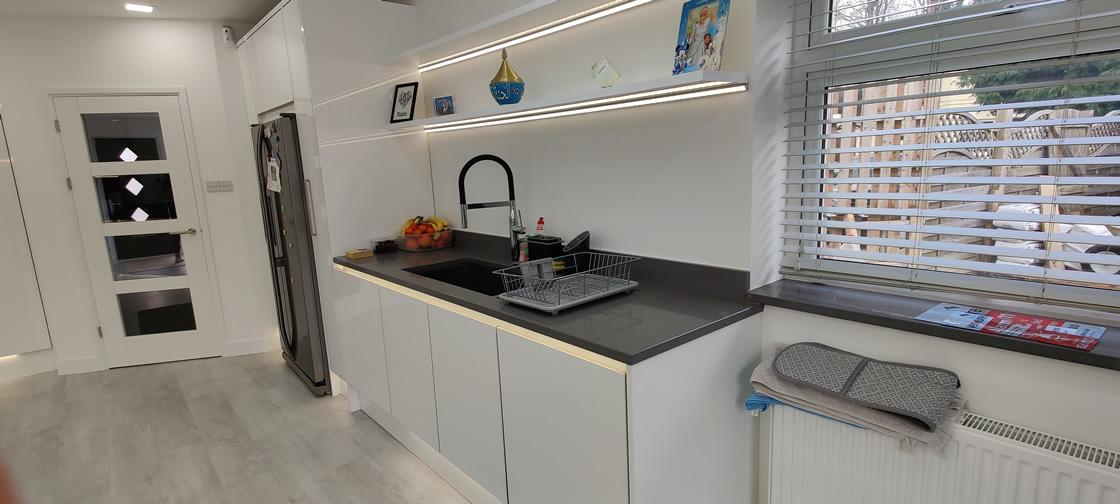 Acrylic Gloss White Bespoke Kitchen in Redhill (11)