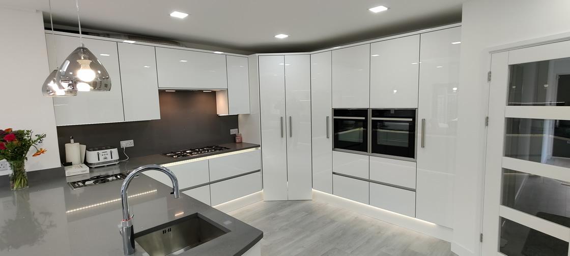 Acrylic Gloss White Bespoke Kitchen in Redhill (13)