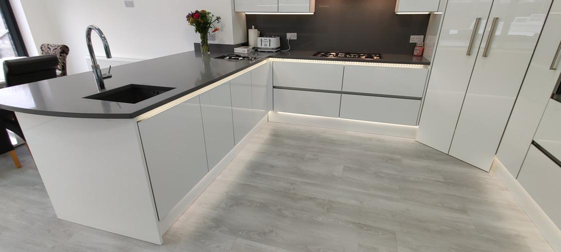 Acrylic Gloss White Bespoke Kitchen in Redhill (15)