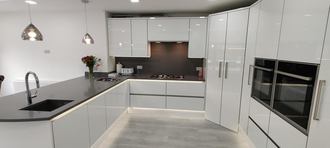 Acrylic Gloss White Bespoke Kitchen in Redhill (16)