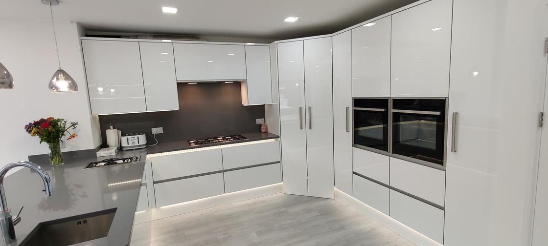 Acrylic Gloss White Bespoke Kitchen in Redhill (17)