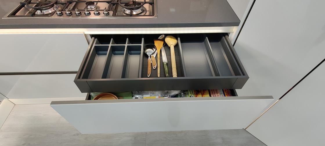 Acrylic Gloss White Bespoke Kitchen in Redhill (5)