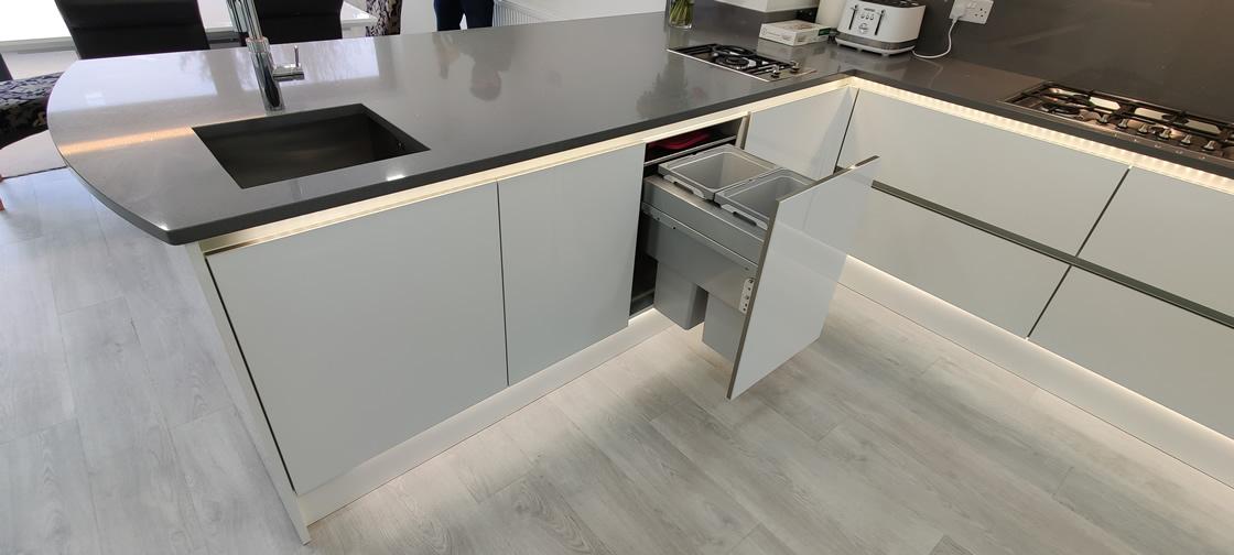 Acrylic Gloss White Bespoke Kitchen in Redhill (7)