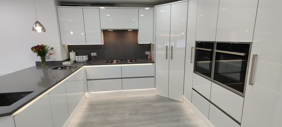 Acrylic Gloss White Bespoke Kitchen in Redhill (8)