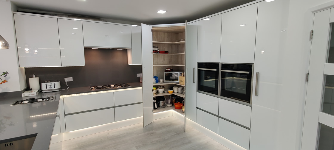 Acrylic Gloss White Bespoke Kitchen in Redhill (9)
