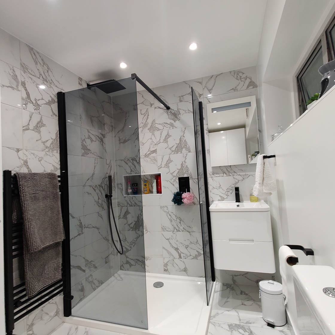 Large Luxury Shower with Black Fittings - Scotts Road