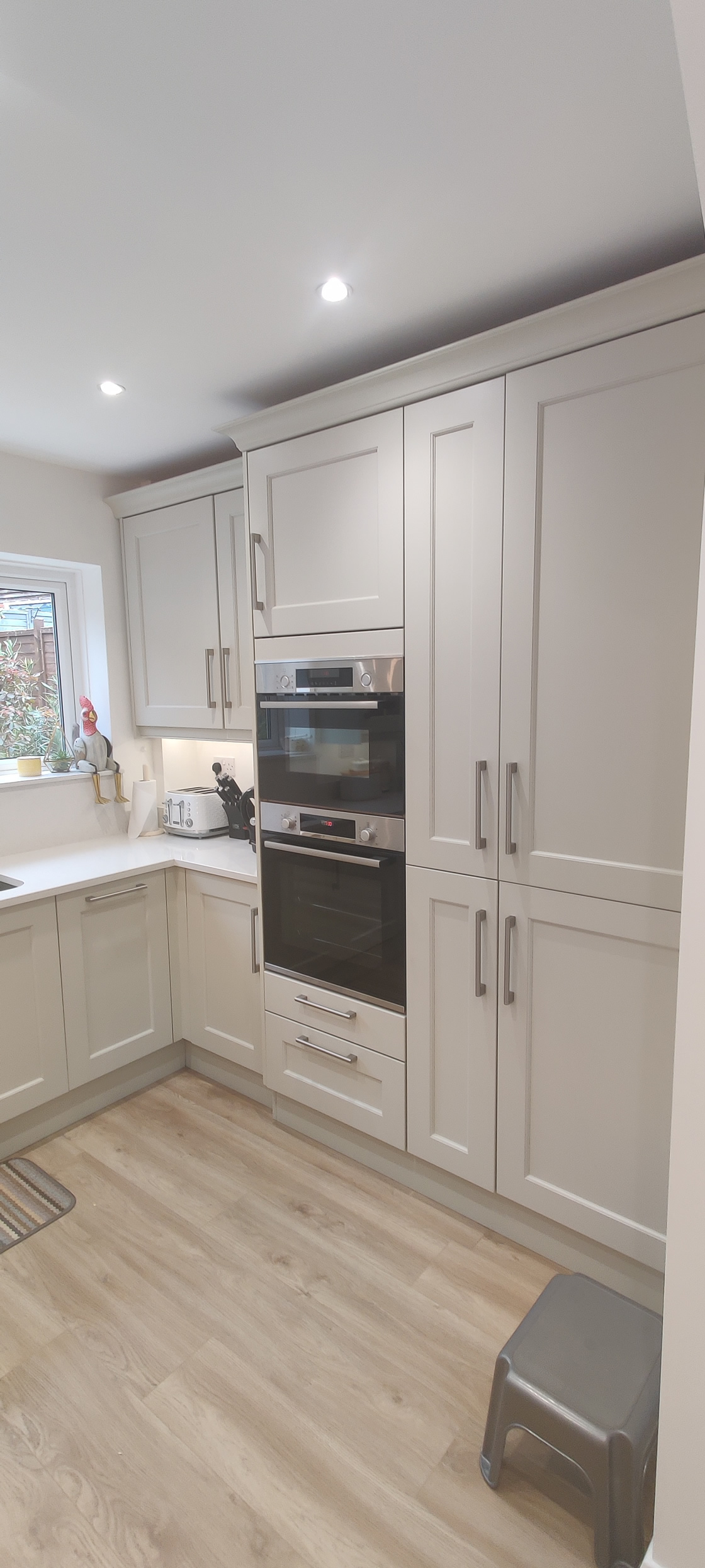 New Shaker Kitchen in Mussel Installed in Dorking Surrey - Punchbowl (15)