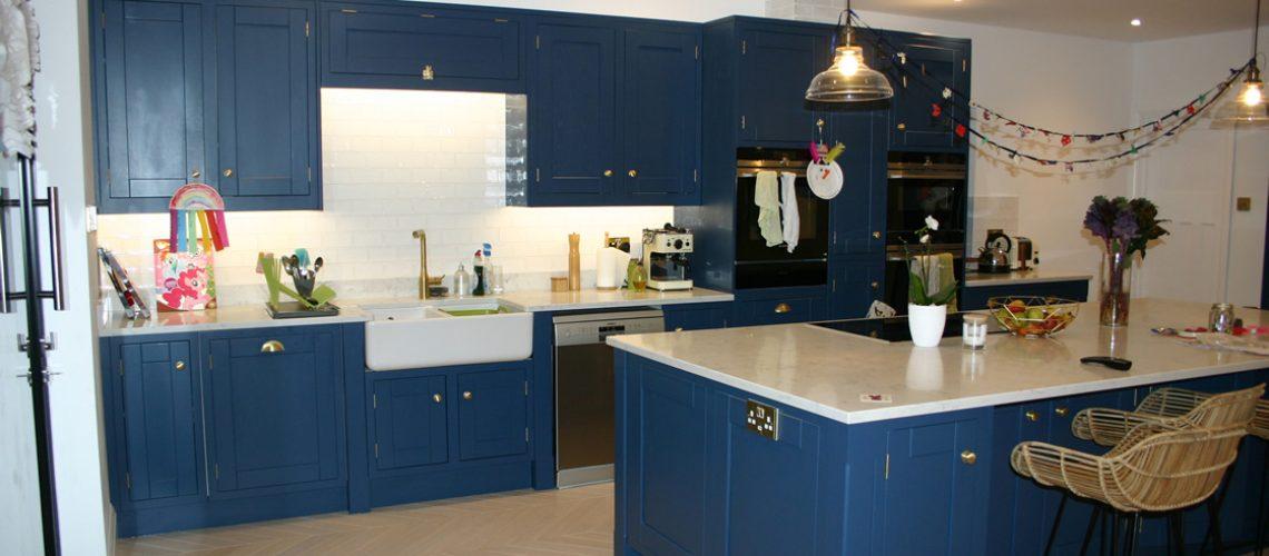Bespoke Kitchen with 30mm Samsung Radianz Lucerne Lake Quartz Worktops